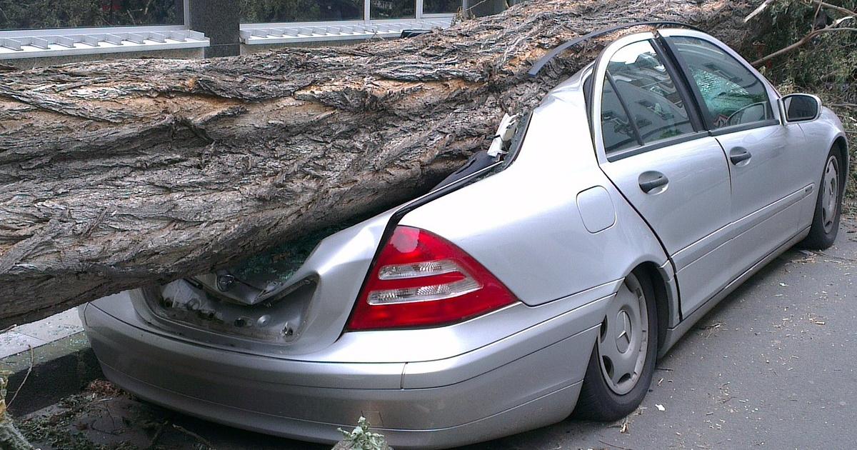 Wer haftet bei Sturmschäden am eigenen Fahrzeug?